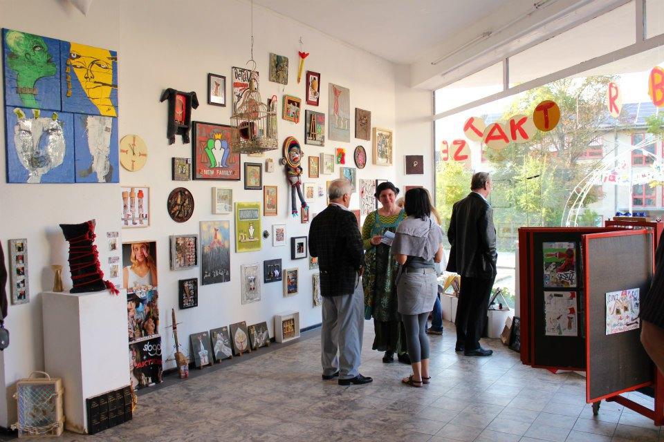 Ausstellung in Euskirchen mit 128 Künstler, Brotkatze, Oxana Mahnac