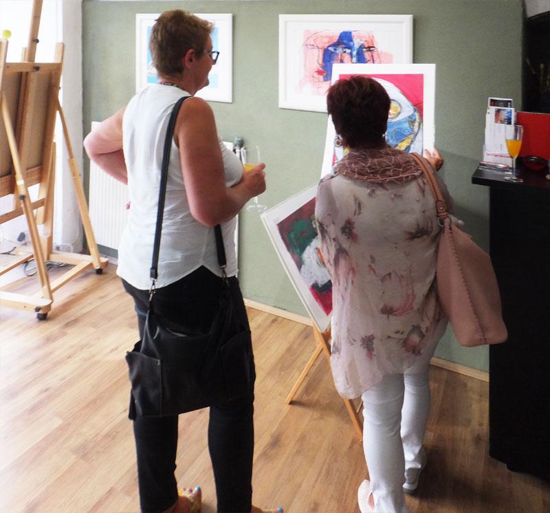 Opening Day einer Solo-Ausstellung von Oxana Mahnac in Austria