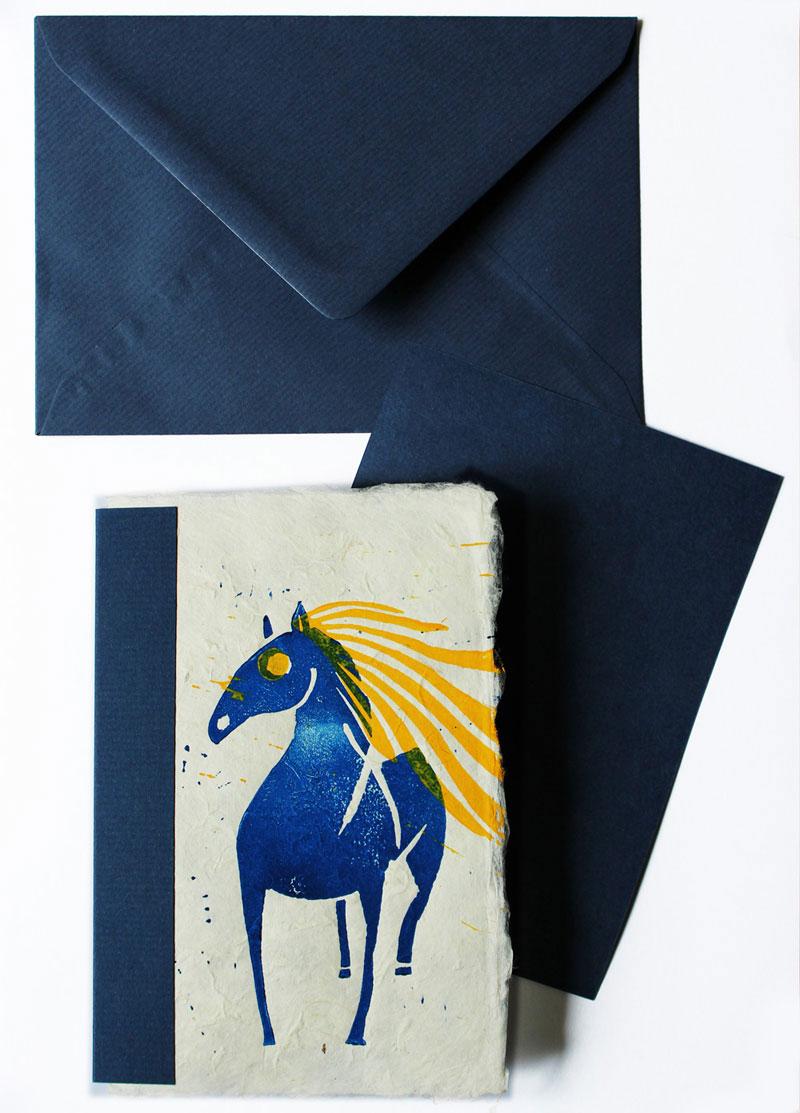 Pferd (blau), Postkarte, Linolschnitt, handgeschöpftes Papier, Auflage 20, Oxana Mahnac, 2015